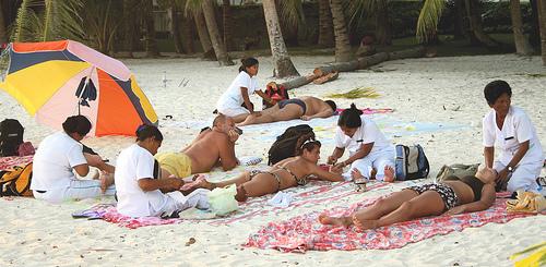 Masajes en la playa, un peligro para la salud