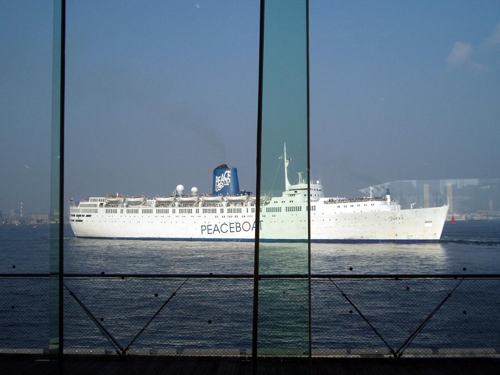 Peace boat, luchando por la paz a bordo de un barco que recorre el mundo