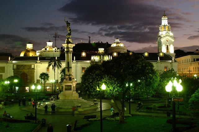 El centro histórico de Quito, el día y la noche 6