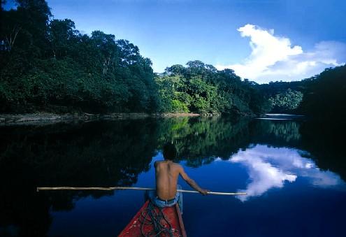 En canoa por la amazonía de Perú