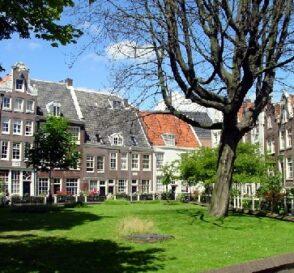 El patio de Begijnhof en Ámsterdam 2
