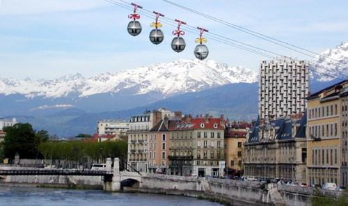Grenoble, la corte del delfín francés