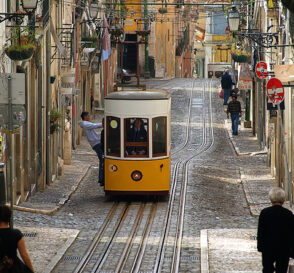 Viaja en los funiculares de Lisboa 3