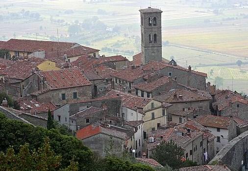 Cortona, bajo el sol de la Toscana