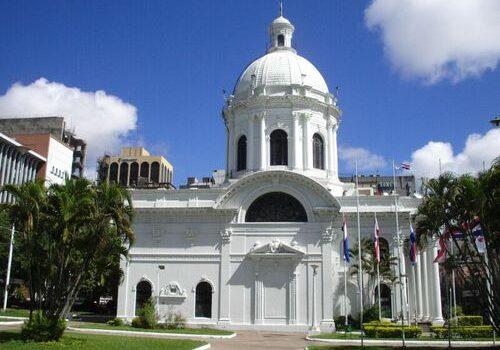 El Panteón Nacional de los Héroes en Asunción 5