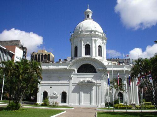 El Panteón Nacional de los Héroes en Asunción 1
