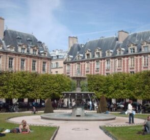 La Plaza de los Vosgos en París 3