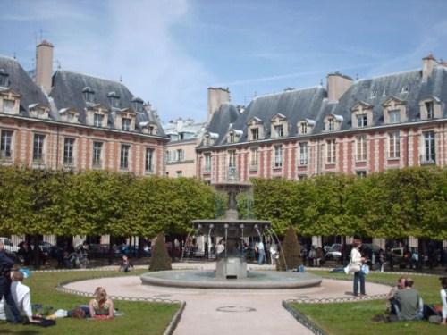 La Plaza de los Vosgos en París 1