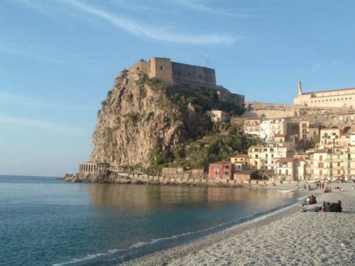 Reggio Calabria, mar y montaña en el sur de Italia
