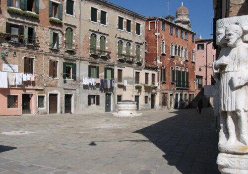 Visita el Campo dei Mori en Venecia 12