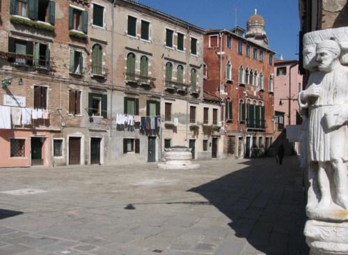 Visita el Campo dei Mori en Venecia
