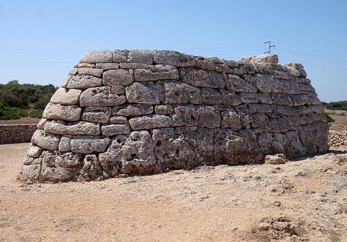 Naveta des Tudons, el edificio funerario más antiguo de Europa 3