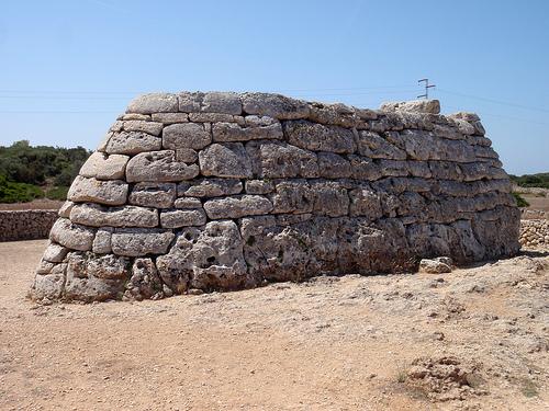 Naveta des Tudons, el edificio funerario más antiguo de Europa 1