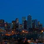 Denver: rascacielos junto a las Montañas Rocosas