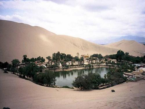 La Laguna de Huacachina en Ica, Perú