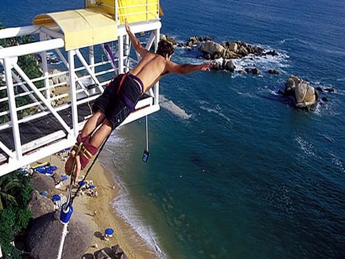 Saltar desde el Bungy de Acapulco, emociones fuertes
