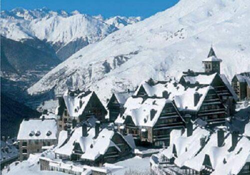Disfruta de los deportes de invierno en Baqueira, la estación de esquí de los famosos 1