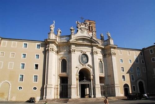 Basílica de la Santa Cruz de Jerusalén en Roma 2