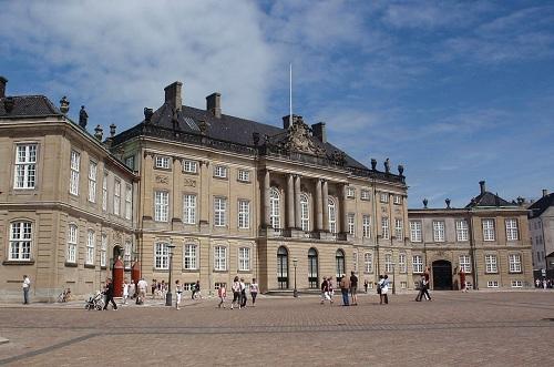 Palacio de Amalienborg de Copenhague, real y rococó 2