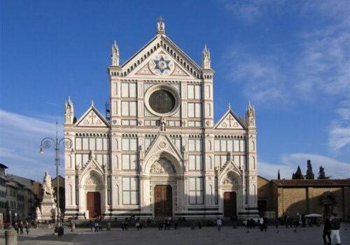 La Basílica de la Santa Cruz en Florencia 18