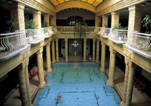 El Balneario Gellert en Budapest 8
