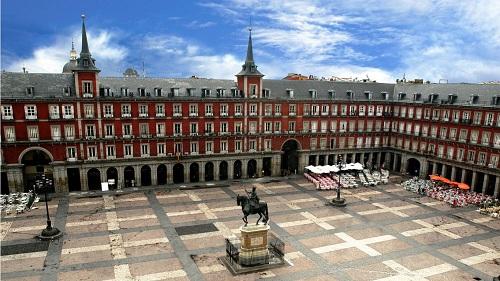 ¿Te quieres tomar un café con leche en la Plaza Mayor de Madrid? 3